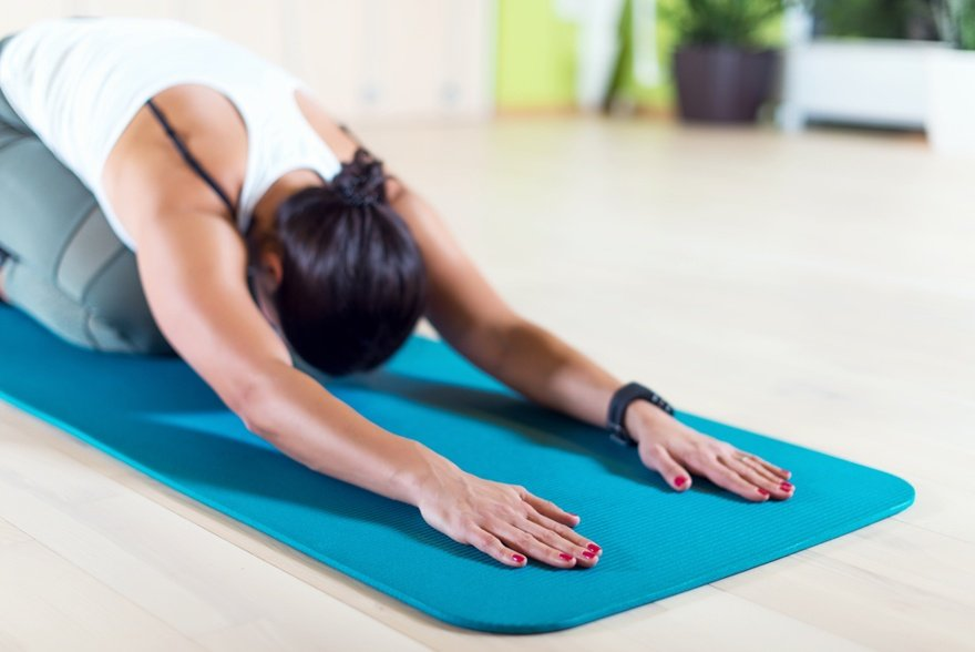 Manduka pro vs prolite - woman using the pro yoga mat