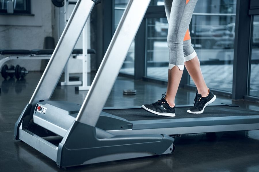 best manual treadmill - woman walking on the treadmill