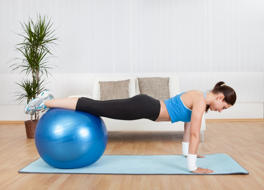 best exercise mat - fit woman doing a plan on the mat