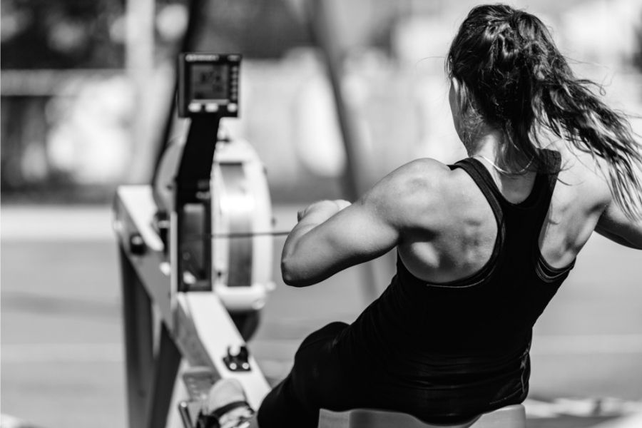 back-muscles-of-a-person-using-a-rowing-machine